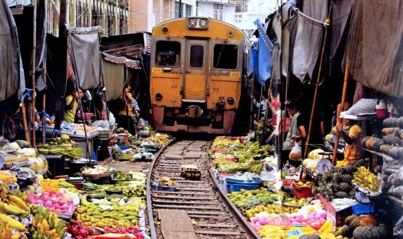 Tren en Bangcok-R